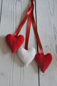 FREE Hearts Charm Knitting Pattern – Knitting by Post The Home of Toy Knitting P… FREE Hearts Charm Knitting Pattern – Per Post stricken Die Heimat der Spielzeug-Strickmuster Baby Knitting Patterns, Knitted Heart Pattern, Free Knitting, Knitting Toys, Free Christmas Knitting Patterns, Knitted Toys Patterns, Knitting For Charity, Knitting Designs, Doll Patterns