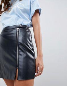 ASOS DESIGN   ASOS DESIGN - Mini-jupe trapèze en imitation cuir avec  fermeture éclair 05a0fef040d0