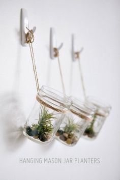 DIY Hanging Mason Jar Planter with Air Plants, tillandsia. Jar and river pebbles Cute idea, but with brass hooks Pot Mason Diy, Mason Jar Planter, Hanging Mason Jars, Mason Jar Crafts, Small Mason Jars, Vertical Wall Planters, Diy Hanging Planter, Diy Planters, Planter Pots