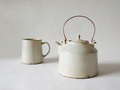 Originally for the Japanese aesthetic wabi-sabi. Pottery Teapots, Ceramic Teapots, Ceramic Pottery, Ceramic Art, Teapots And Cups, Wabi Sabi, Tea Set, Stoneware, Tea Cups