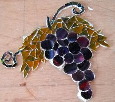 have to figure this one out, no directions. Looks farely easy though Mosaic Tile Art, Mosaic Crafts, Mosaic Glass, Stained Glass, Mosaic Designs, Mosaic Patterns, Creative Inspiration, Grape Vines, Bing Images
