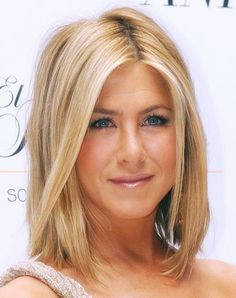Jennifer Aniston hair. Yes please! Wow I love the cut and color— maybe good ideas for a certain best friends wedding! What you think Beth White?? | best stuff