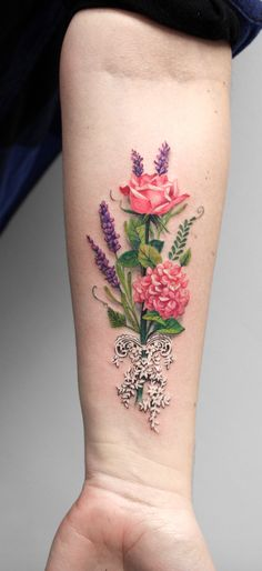 Simple Tattoo Designs To Carry Your Favorite Flower On Your Skin. Are you looking for a classy and beautiful tattoo with a deep meaning? You should definitely consider getting one of these simple flower tattoos. Elegant and simple flower tattoos. Simple Tattoo Designs, Floral Tattoo Design, Best Tattoo Designs, Flower Tattoo Designs, Tattoo Designs For Women, Tattoos For Women, Lila Tattoos, Purple Tattoos, Body Art Tattoos