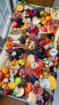 Charcuterie Recipes, Charcuterie Platter, Charcuterie And Cheese Board, Charcuterie Picnic, Snack Platter, Platter Ideas, Cheese Boards, Snacks Für Party, Appetizers For Party