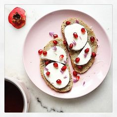 Day 153 - In a serious relationship with fresh Goat Cheese & Pomegranate  #multigrain #bread #fresh #goatcheese #honey #pomegranate #chives #flowers #cupoftea #earlgrey #pink #morning #healthy #breakfast #toast #France