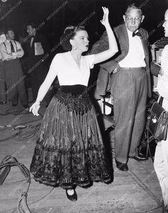 candid photo Judy Garland behind the scenes at MGM photo 835-04