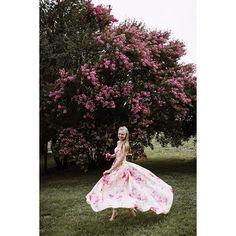 The #bride was in pink 🌸  #elapoppies #instawed #weddingday #weddinggown #pinkbride #pinkdress #weddingphoto #wedding #mariage #instagood #withlove #olhabidea