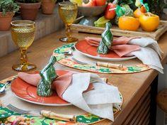 mesa posta estilo tropical para o verão.