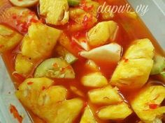 Resep ASINAN BUAH pedas manis asem seger oleh dapurVY - Cookpad Indonesian Desserts, Indonesian Food, Sambal Recipe, Asian Recipes, Healthy Recipes, Malay Food, Smoothie, Cold Desserts, Cold Meals
