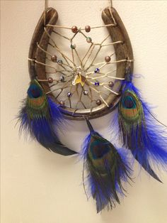dream catcher can add any feather to personalize Western Crafts, Rustic Crafts, Country Crafts, Metal Crafts, Diy And Crafts, Arts And Crafts, Horseshoe Projects, Horseshoe Crafts, Horseshoe Art