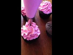 Tutorial for frilled buttercream piping using Wilton 2D tip - YouTube