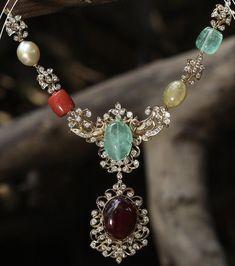 18k Gold Jewelry, Coral Jewelry, India Jewelry, Diamond Jewellery, Bridal Jewelry, Jewelery, Beaded Necklace, Necklaces, Pendant Necklace