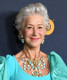 Helen Mirren Messy Cut - Helen Mirren was edgy-glam with her mussed-up 'do at the LA premiere of 'Catherine the Great. Helen Mirren, Short Hair Older Women, Short Shag Hairstyles, Catherine The Great, Going Gray, Successful Women, Cool Haircuts, Great Hair, Silver Hair