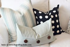 Love the buttoned pillow! This website is awesome!