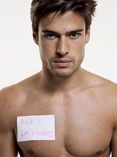 Alex Bechet es un modelo de mannliches, sueldas durch MGM Models reprasentiert wird. Altura: cm, Busto: 99 cm, Cintura: 77 cm, Caderas: 95 cm, Traje: 50, Zapatos.