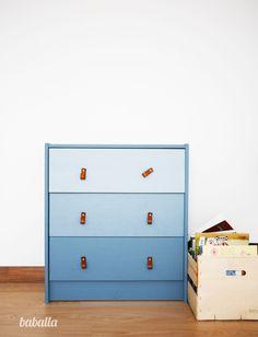 Cómoda Ikea rast tuneada en azul degradado