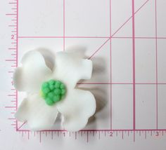 24 White Dogwood edible fondant flowers cupcake by InscribingLives https://www.etsy.com/listing/208713585/24-white-dogwood-edible-fondant-flowers