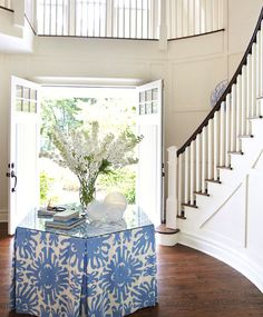Double entry doors, curved staircase, huge entry foyer, upstairs balcony...sign me up!