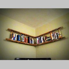 Kullanılmayan seyyar merdivenden kitaplık yapımı