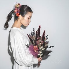 Hair Arrange, Flower Bouquet Wedding, Minimalist Wedding, Bride Hairstyles, Wedding Make Up, Headdress, Dried Flowers, Flower Arrangements, Hair Beauty