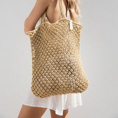 Our crochet designed, macrame tote is the perfect beach bag. Made from cotton cord, our Macrame Tote is durable, soft and comfortable to use all summer. The Beach People, Diy Macrame Wall Hanging, Macrame Mirror, Macrame Curtain, Crochet Beach Bags, Crochet Bags, Crochet Shell Stitch, Diy Tote Bag, Tricot