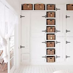 I would have gone gold on the hinges, but still: love this closet wall