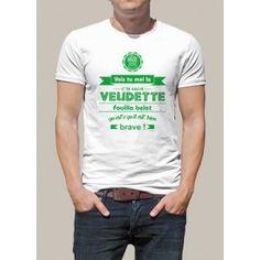 T-shirt imprimé Vois tu moi le c'te sacré veudette / Fouilla belet qu'est c'qu'il est bien brave. Coupe homme et femme, pour un T shirt personnalisé made in Saint-Etienne. Maillot manches courtes personnalisé à l'effigie du parler stéphanois. Tee shirt original pour tous les fans du patois de Saint-Etienne.