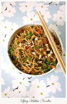 Sreelus Tasty Travels: Hakka Noodles With Oodles Of Vegetables And Yes Its Spicy