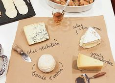 ¡Sorprende a tus invitados con esta tabla de quesos y con el nombre de cada uno de ellos! Consigue una bobina de papel kraft en: https://www.cajadecarton.es/bobinas-y-bolsas-papel?utm_source=Pinterest&utm_medium=social&utm_campaign=20160616-bobinas_papelkraft