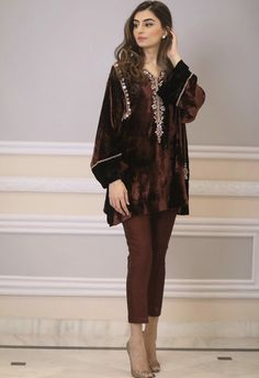 Fashion Dresses For Toddlers Product Velvet Pakistani Dress, Pakistani Formal Dresses, Pakistani Dress Design, Pakistani Outfits, Indian Dresses, Dress Formal, Stylish Dress Designs, Designs For Dresses, Stylish Dresses
