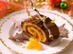 Découvrez la recette Bûche aux clémentines et au chocolat sur cuisineactuelle.fr. Sweet Corner, Christmas Cooking, Christmas Deco, Something Sweet, Mousse, Panna Cotta, Waffles, Deserts, Veggies