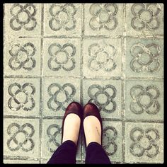 Flowers on the floor: passing through different parts of Bcn you can find different kinds of floor. Here is another one.