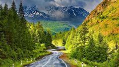 Autotour au Canada. Mountain Valley Road, Alberta, Canada  photo via pixdaus