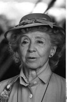 Inge Meysel (* 30. Mai 1910 in Rixdorf (bei Berlin), heute Berlin-Neukölln; † 10. Juli 2004 in Seevetal-Bullenhausen)