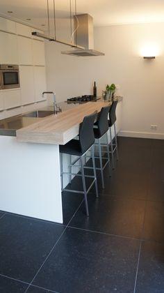 Modern Kitchen Island, Kitchen Redo, Modern Kitchen Design, Kitchen Dining, Interior Garden, Kitchen Interior, Dark Tile Floors, Foto Album, Kitchen Countertops