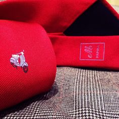 Red silk jacquard sottonodo. Vespa