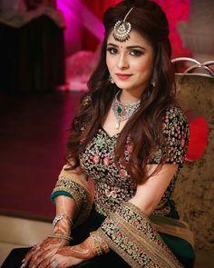 Indian Bridal Hairstyles Engagement Makeup Ideas For 2019 Bridal Hairstyle Indian Wedding, Bridal Hairdo, Indian Wedding Hairstyles, Indian Bridal Outfits, Indian Bridal Makeup, Bridal Makeup Looks, Bride Hairstyles, Indian Dresses, Bridal Dresses