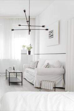 Elegantly Minimalistic Look With White Window Coverings and Interiors! White Blinds, White Curtains, Blinds Online, Interior Styling, Interior Design, Shades Blinds, Window Styles, Blinds For Windows, Home Reno