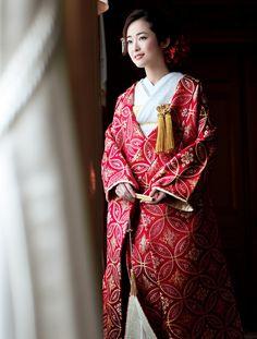 優雅にまとう 大人のためのきものスタイル | ウエディング | 25ans(ヴァンサンカン)オンライン Wedding Kimono, Formal Wear, Dress Formal, Japanese Geisha, Fashion Models, Fashion Fashion, Yukata, Hanfu, Asian Woman