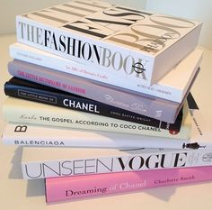 Room decor ideas girly coffee tables 46 New ideas Reading Lists, Book Lists, Roses Tumblr, Books To Read, My Books, Tips & Tricks, Fashion Books, Fashion Coffee Table Books, Bookstagram