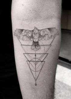 Dr Woo triangles geometric hawk tattoo #drwootattoo #trianglestattoo #geometrichawktattoo
