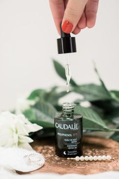 Products to Consider for Acne Prone Skin - Caudalie Detox Oil Sunday Shelfie, Shelfie, Make-up E Cosmetics, Natural Cosmetics, Beauty Blogs, Beauty Room, Beauty Hacks, Beauty Photography, Product Photography, Photography Ideas, Beauty Dish