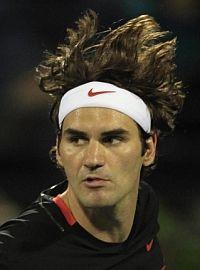 Federer wins in Dubai