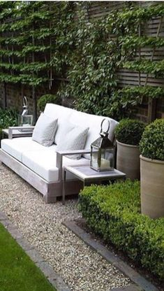 Gorgeous Small Gardens Design Ideas with Cozy Seating is part of Small courtyard gardens - Seating space is a great instance of doubleduty design Whether you are searching for a garden makeover, stunning distinctive garden design Small Courtyard Gardens, Small Courtyards, Small Gardens, Outdoor Gardens, White Gardens, Outdoor Spaces, Outdoor Living, Outdoor Seating, Outdoor Sofa