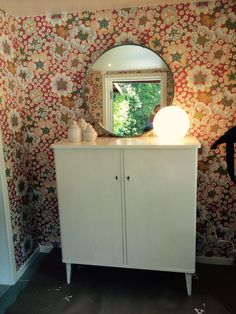 I sommarstugan. Linneskåp och eldblomma. Josef Frank, Cabinet, Tv, Storage, Girls, Room, Inspiration, Furniture, Home Decor