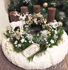 70 DIY christmas table wreath for a Merry and Bright Holiday Dinner – Advent Wreath İdeas. Christmas Advent Wreath, Xmas Wreaths, Christmas Candles, Rustic Christmas, Christmas Crafts, Christmas Holiday, Christmas Table Centerpieces, Table Decorations, Scandinavian Christmas Decorations