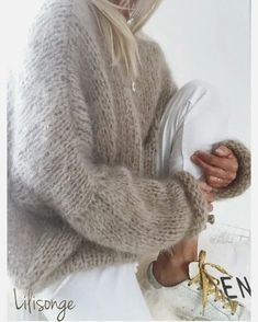 Knitting Knitting Yarn, Hand Knitting, Knitting Patterns, Knitting Sweaters, Fashion Moda, Knit Fashion, Chunky Oversized Sweater, Chunky Sweaters, Fashion Corner