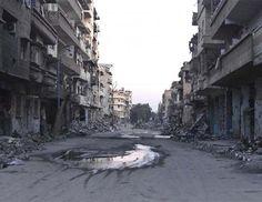 बेरुत, 20 अप्रैल (रायटर) आतंकवादी संगठन इस्लामिक स्टेट (आईएस) के आतंकवादियों ने सीरिया के पूर्वी शहर दीर-अल-जोर के सरकार नियंत्रित क्षेत