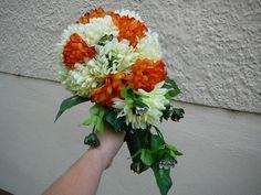 kytička z umelých kvetov