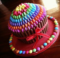 giant cupcake cakes This Smarties Cake is very easy and you'll look like a Pro in the Kitchen. Try the Chocolate Rainbow Smarties Cake too! Cupcake Party, Big Cupcake, Giant Cupcake Cakes, Giant Cupcake Recipes, Pretty Cakes, Cute Cakes, Cupcake Gigant, Smarties Cake, Color Caramelo